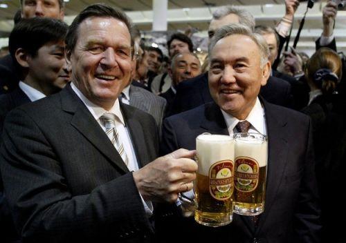 назарбаев с пивом