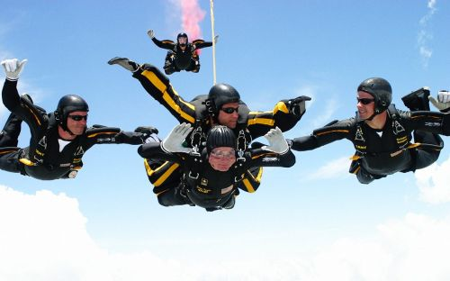 George-H.W.-Bush-skydiving-90th-birthday-ftr