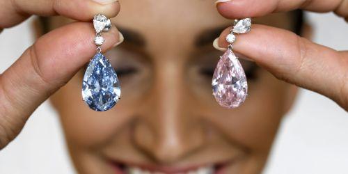 Diamant-57-millions-de-dollars-pour-une-paire-de-boucles-d-oreilles-record-mondial