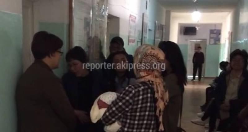 В Центре семейной медицины №9 простояли в очереди более 5 часов, - бишкекчанин (видео)