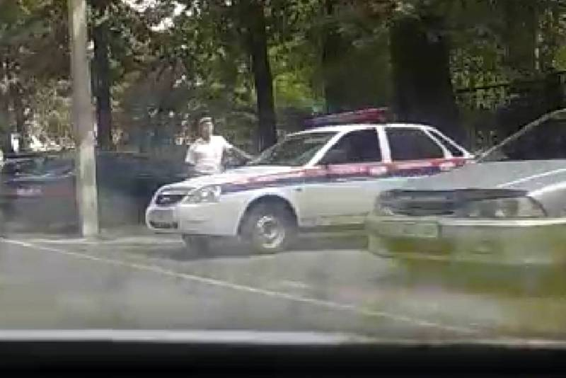 На Чуй - Молодой Гвардии за перекрестком с камерами «Безопасного города» стоят сотрудники УОБДД (видео)
