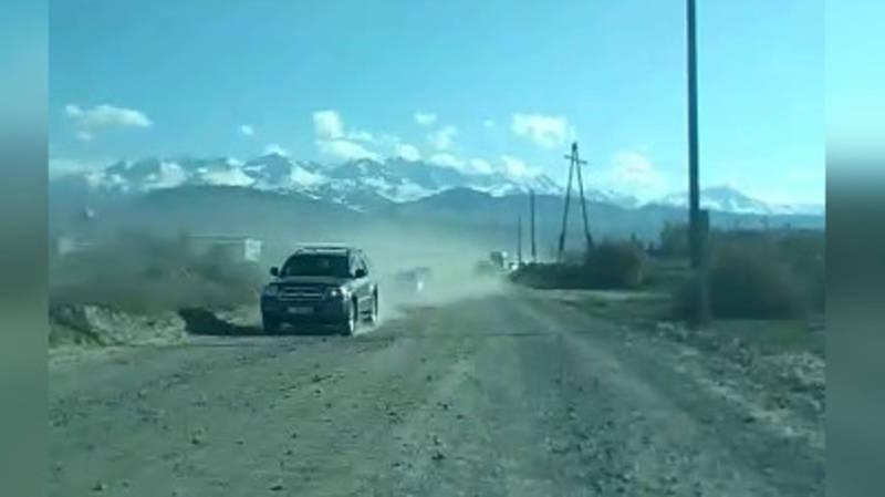 Дорогу в Каракол не могут отремонтировать 7 месяцев, - житель (видео)