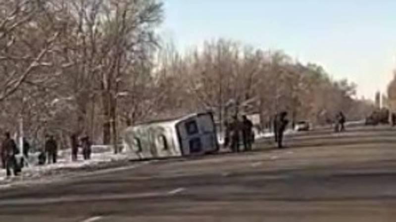 Видео — Близ Токмока произошло ДТП, от удара перевернулся микроавтобус