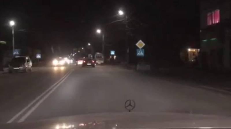 На ул.Тоголок Молдо между двумя светофорами установлены целых 14 знаков «Главная дорога», - бишкекчанин