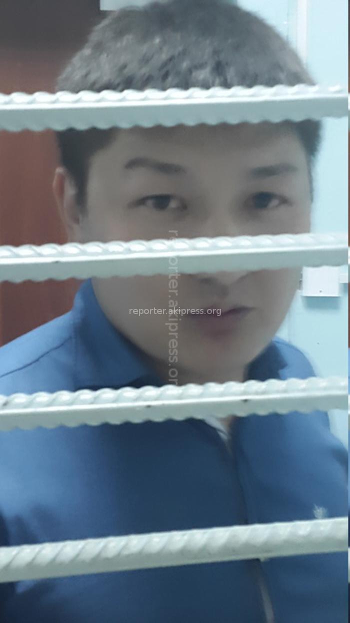 26-летний сотрудник ГКНБ в гражданской одежде без всяких объяснений схватил за ворот мужчину намного старше себя, - сотрудник КГМА о дебоше в аэропорту (фото,видео)