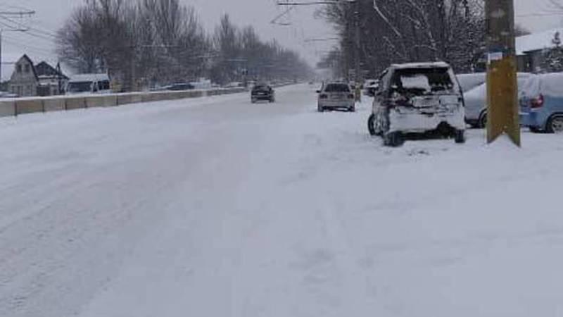 На Жибек Жолу-Кантемировская не почищена дорога от снега, - житель столицы