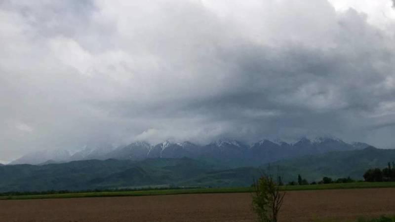 Красивый вид на горы близ села Отогон. Видео и фото