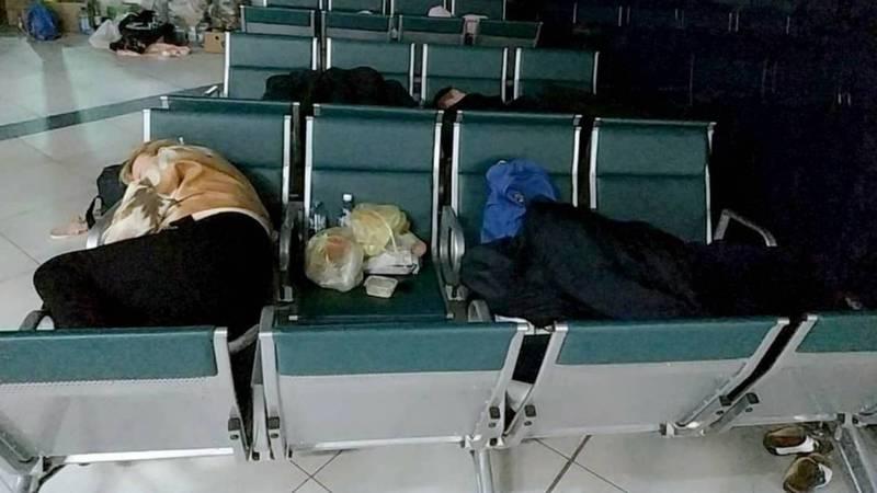 Кыргызстанцы, застрявшие в Новосибирске: Начальник аэропорту пообещал не выгонять, пока нас не заберут домой