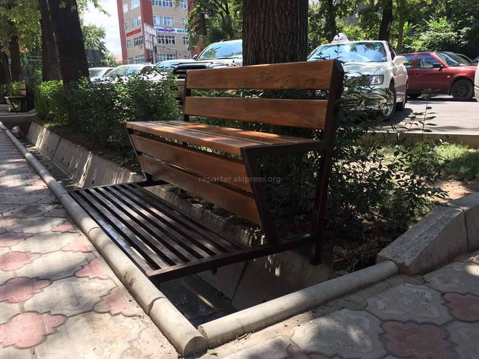 На ул.Тоголок Молдо установили «невесомые» скамейки (фото)