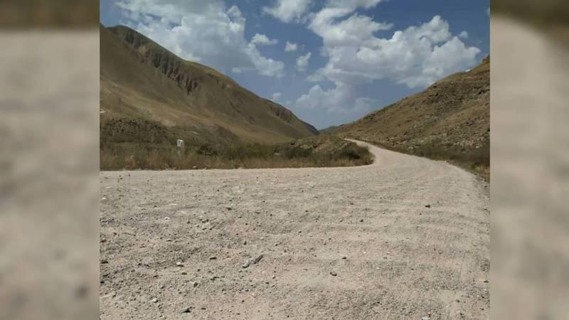 В селе Ак-Кыя дорога непригодна для движения авто (видео)