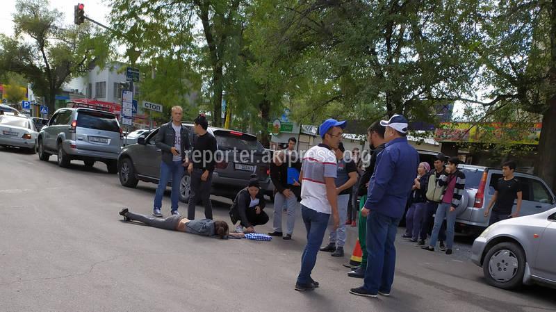 На Московской - Шопокова машина сбила девушку (фото)