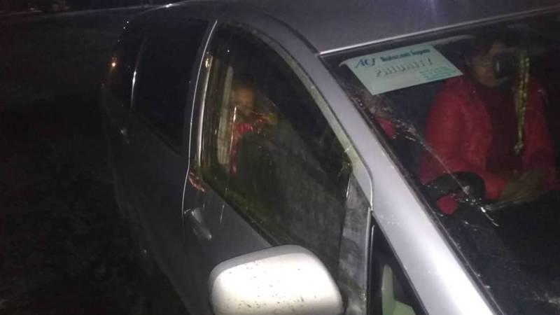 На Иссык-Куле машина чуть не попала в аварию, из-за влетевшего в машину камня (видео, фото)