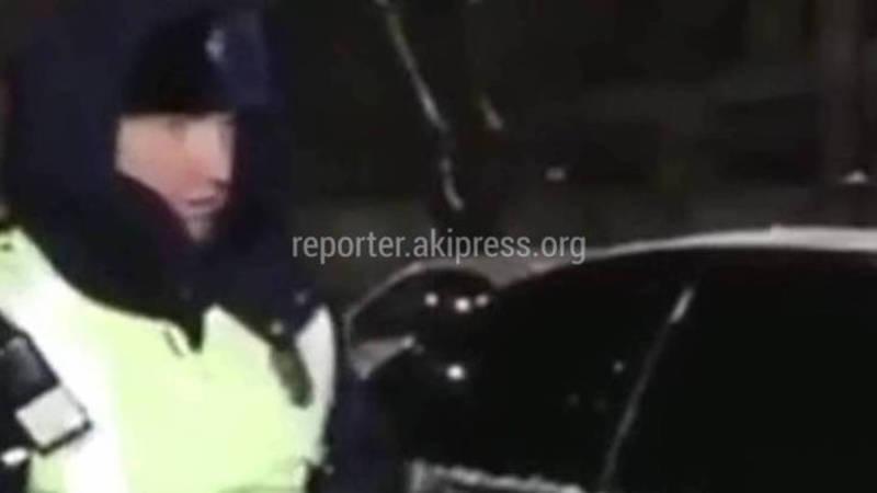 Женщина кричала из машины. ГУОБДД рассказало подробности остановки «Мерседеса» инспектором