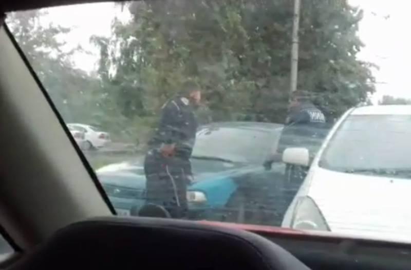 Очевидец снял на видео, как милиция пыталась задержать водителя «Ниссана»