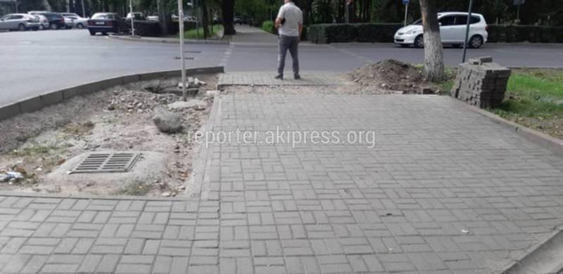 Тротуар на Тыныстанова - Фрунзе восстановлен сотрудниками муниципального предприятия, - мэрия