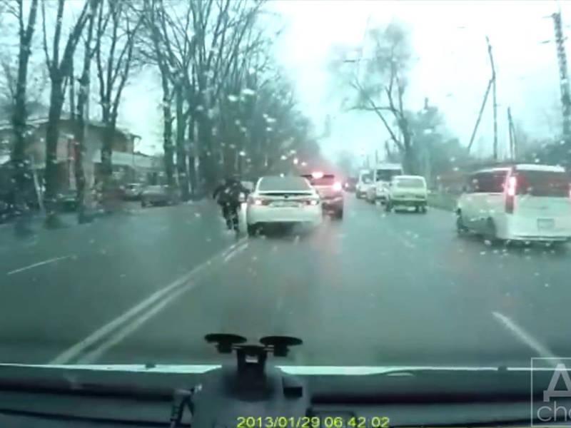 На ул.Элебесова произошло ДТП. Один участник уехал с места ДТП по встречке
