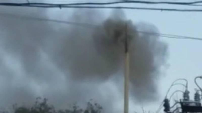 В Кызыл-Кие рядом со школой №2 из трубы идет густой дым (видео)