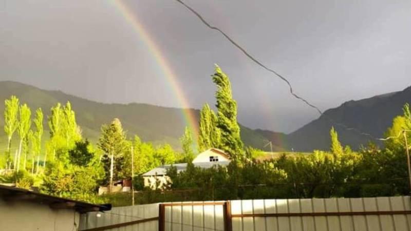 Двойная радуга в селе Ак-Суу. Фото местного жителя