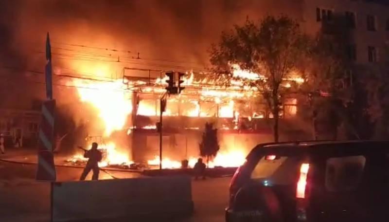 В Оше сгорело кафе «Аль-Мансур». Новые видео