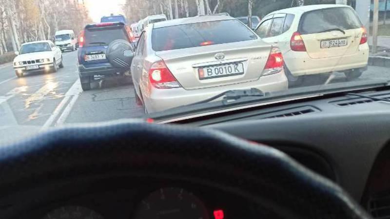 «Тойота» с госномером B 0010 K пользуется подложным номером, очевидец