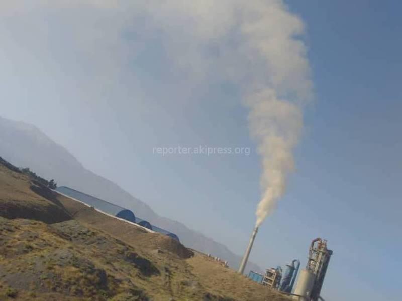 Баткендеги Жин-Жиген айылына жакын жайгашкан заводдун түтүнү зыян келтирүүдөбү? (видео)