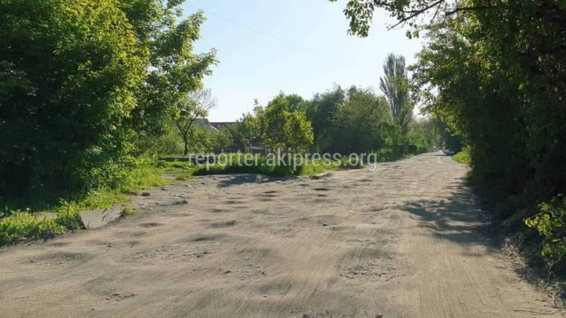 На ул.Садыгалиева проезд между домами №100, №104 и №108 находится в ужасном состоянии (фото)