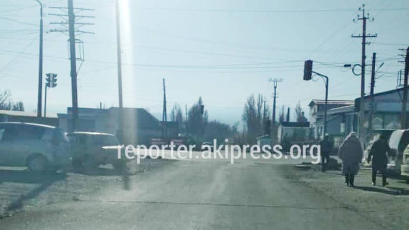 На центральной улице Балыкчы уже два года не работает светофор, - горожанин