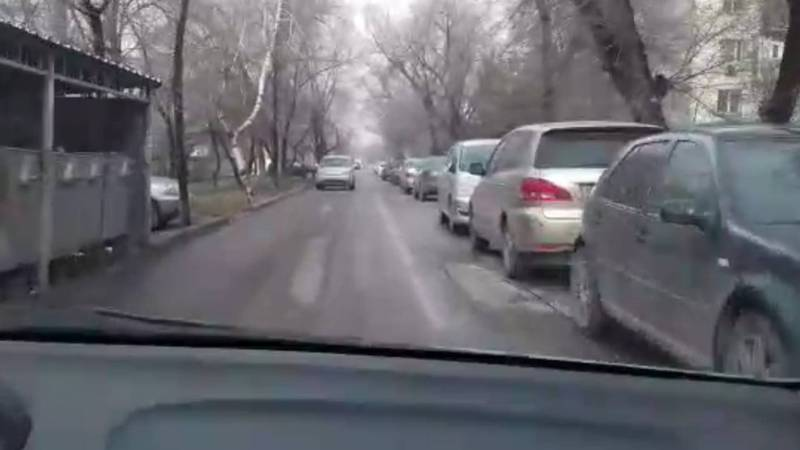 Горожанин жалуется на пробку на Суеркулова-Абая. Видео