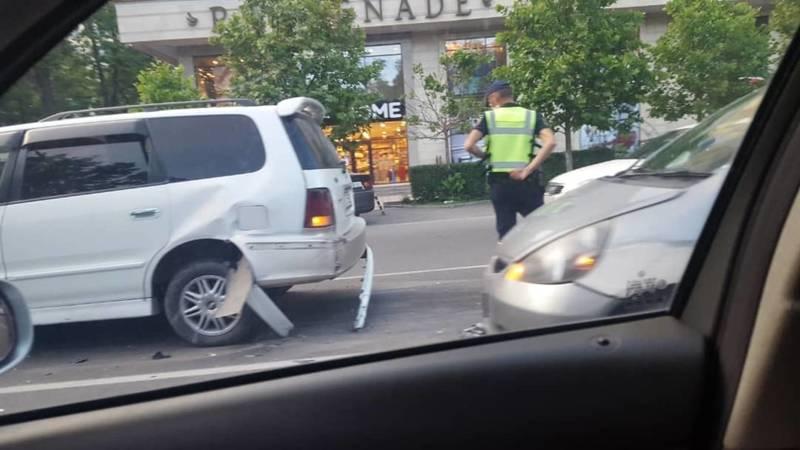 Фото — На перекрестке Токтогула-Тоголок Молдо произошло ДТП