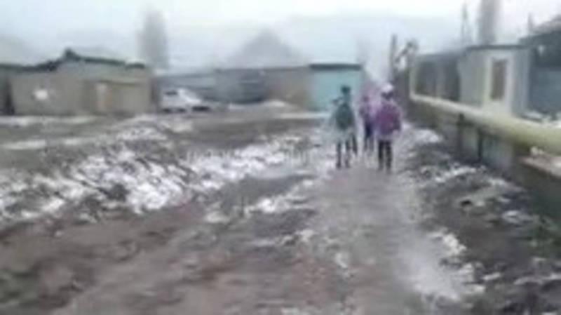Новопавловкадагы Тынчтык, Пишпек, Пушкин, Ош көчөлөрү начар абалда (видео)