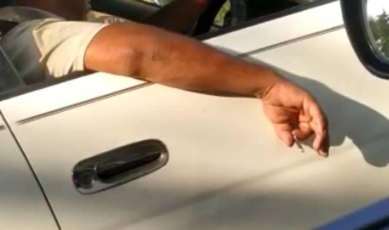 На Ч. Айтматова - Ахунбаева водитель «Тойоты» выбросил окурок из окна авто (видео)