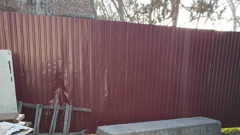 Горожанка интересуется, законно ли установлен забор между улицами Рабочая и Бельская?