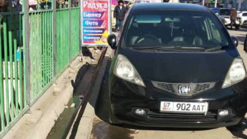 В Таласе замечена праворульная «Хонда», зарегистрированная как леворульная. По Carcheck за ней числятся штрафы на более 10 тыс. сомов