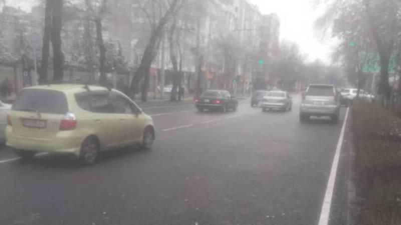 Возле поликлиники МВД эвакуировали неправильно припаркованные машины. Видео