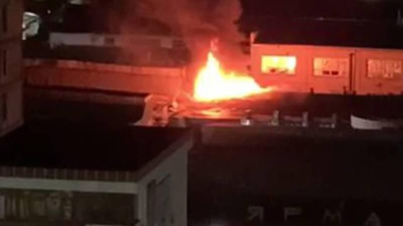 Видео — Ночью на Орто-Сайском рынке произошел пожар