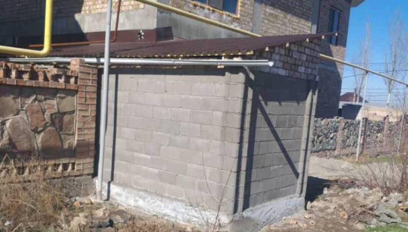 Пристройка к дому в Арча-Бешике. Владельцу выдано уведомление о предоставлении соответствующих документов