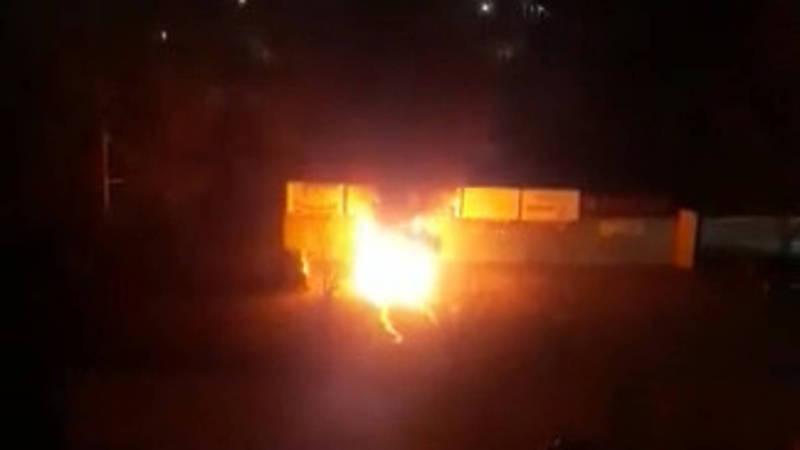 Ночью в 11 мкр столицы полностью сгорел «Гелендваген». Видео