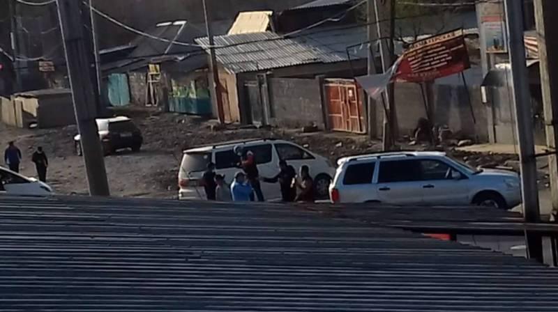 На Кулиева-Пушкина продолжают работать таксисты. Видео