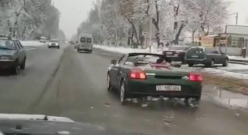 В Иссык-Атинском районе в морозный день катаются на кабриолете