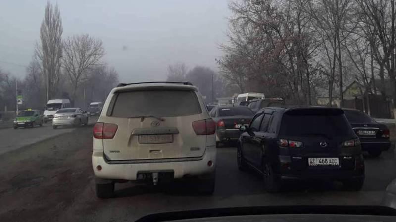 На ул.Фрунзе возле авторынка нарушаются правила парковки, - очевидец