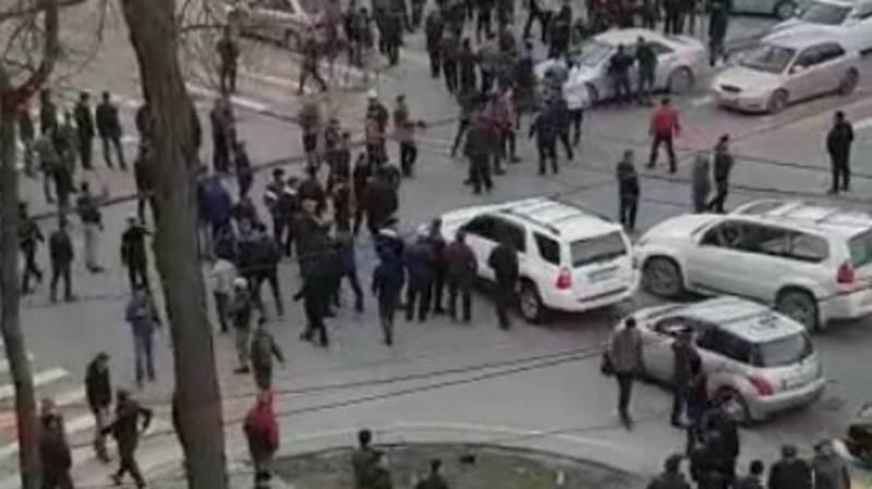 Очевидцы присылают видео с беспорядков в центре Бишкека