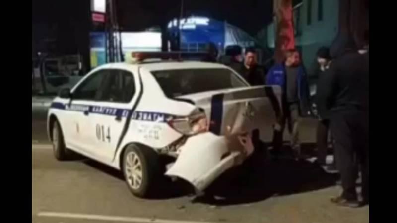 В Бишкеке произошло ДТП с участием патрульной машины. Есть пострадавший