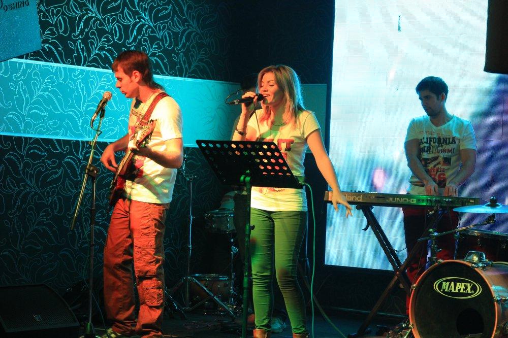 Живая музыка и танцпол Вторник - Воскресенье Группы: К-52, MoneyQ, FRIENDS, ЯППИ