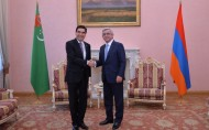 After the talks between the officials delegations of Turkmenistan and Armenia had concluded today in Yerevan, the ceremony of signing bilateral documents took place.<br />