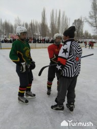 The national hockey tournament started in the village of Chaek, Jumgal district, Naryn region with the prize fund making 150,000 soms.