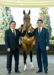 President of Uzbekistan Shavkat Mirziyoyev on March 6 visited Turkmenistan on a state visit. The Turkmen President has presented the akhalteke horse to his Uzbek counterpart.