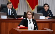 Vice Prime Minister Altinai Omurbekova is swearing in.