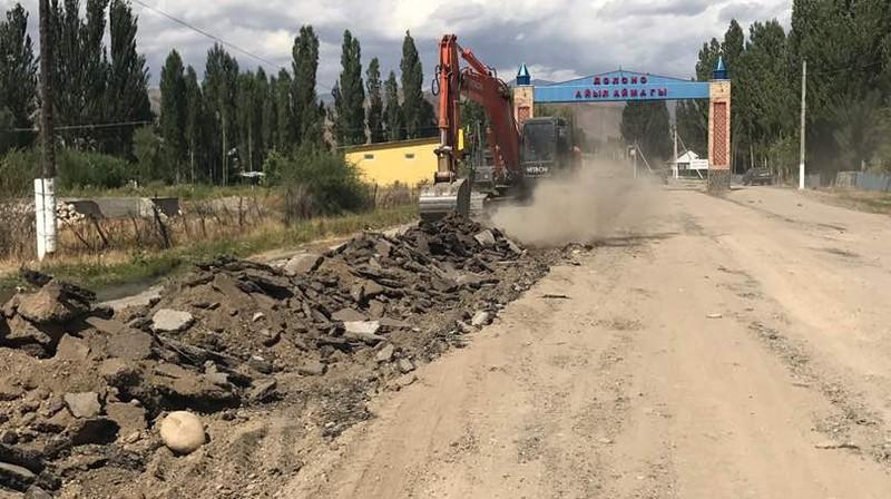 На автодороге Бишкек—Ош завершено устройство сплошного асфальтобетонового покрытия с южной стороны перевала Тое-Ашуу, - Минтранс