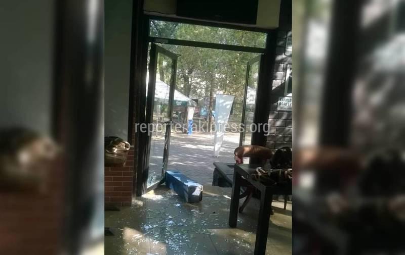 Видео — В кафе Greenwich рядом с кинотеатром «Ала-Тоо» ворвались неизвестные и избили сотрудников