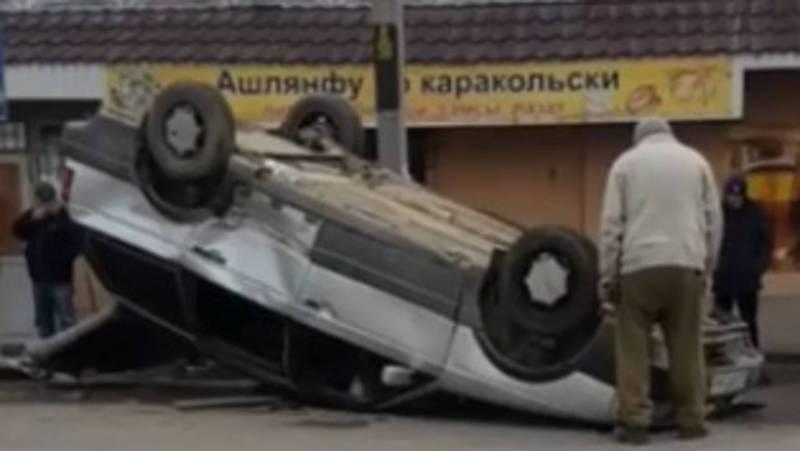 На Щербакова-Орозбекова перевернулась машина (новые фото и видео)